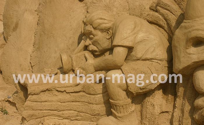 Чудовища от пясък ще посрещат туристите в Бургас
