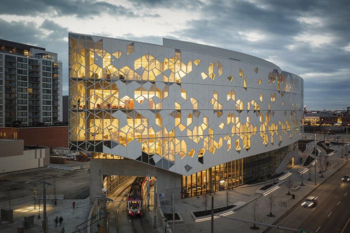 Новата сграда на обществената библиотека в Калгари