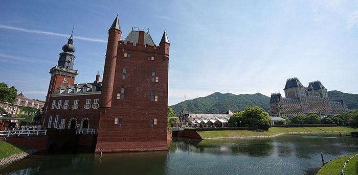 Плаваща хотелска стая за туристи в Япония