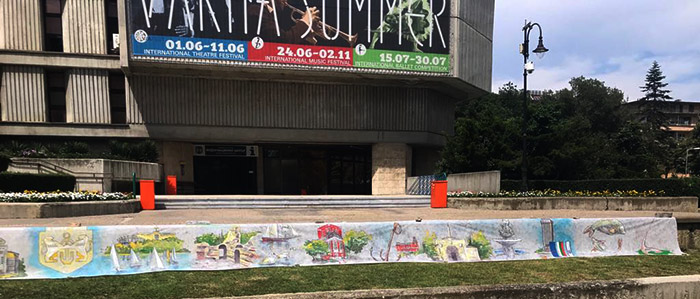 Художници посветиха 20-метрова рисунка на Варна