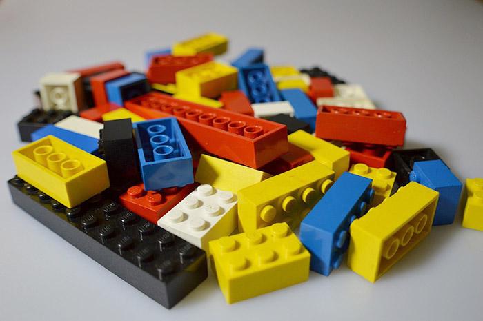 Лего кула на площада