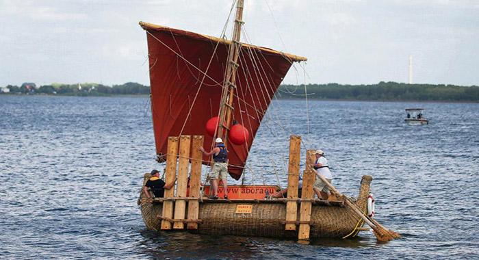 Пътешествие с тръстиков кораб